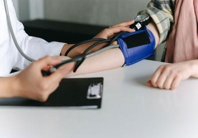 血壓多少才OK、有什麼症狀?圖解懶人包看懂高血壓最基礎知識