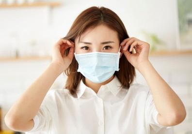 口罩戴到耳朵痛?四招按摩法,消除耳繩不適、美化臉部輪廓
