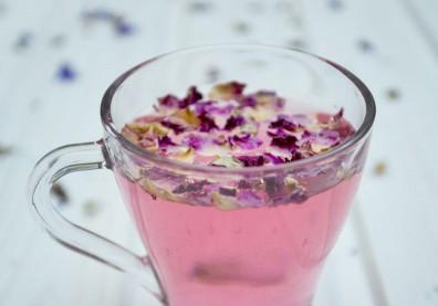 護肝、消除疲勞!來杯養顏玫瑰花茶調理氣血,紓壓解鬱有一套