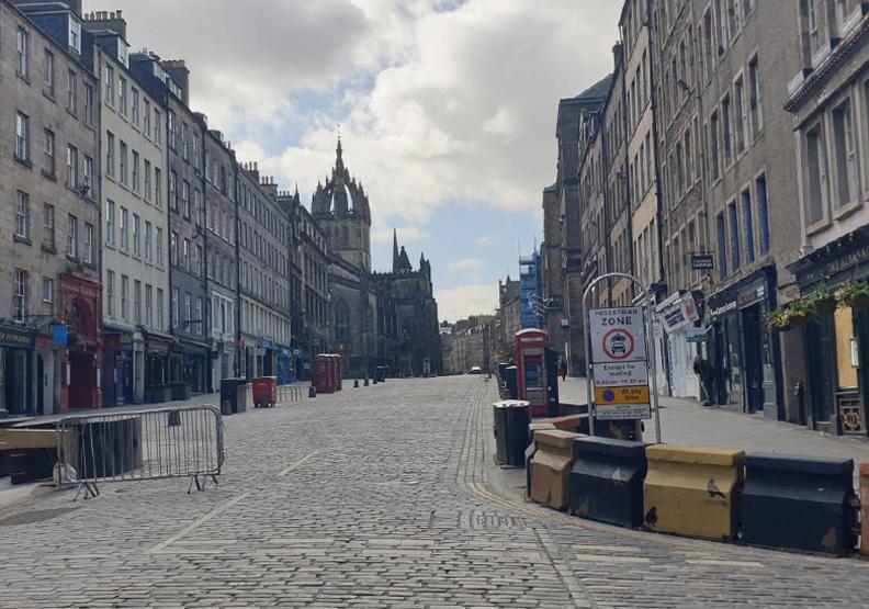 封城期間,愛丁堡的街道上相當冷清。Vincent Chong攝影。