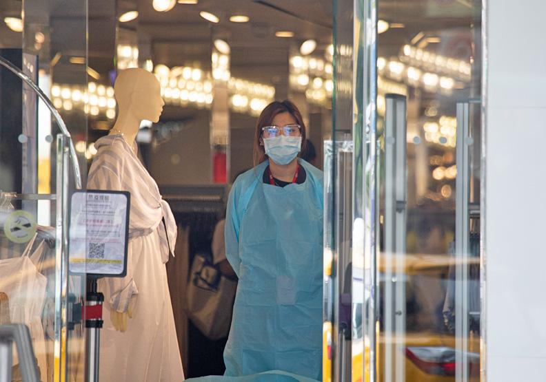 台北市三級警戒後,服飾店已不見逛街人潮。池孟諭攝影。
