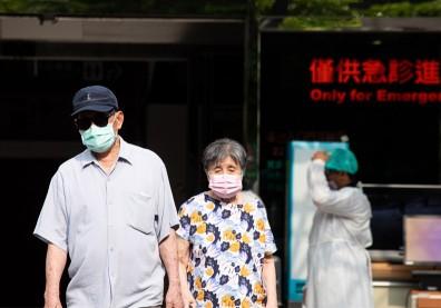 篩檢、疫苗全卡關!台灣正在失去「防疫優等生」榮耀