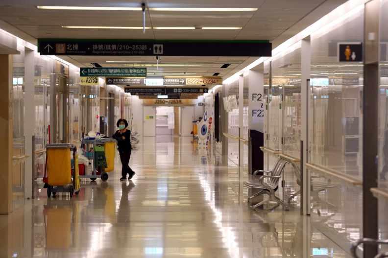 亞東醫院先前爆發院內感染,張智傑攝影。