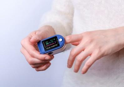 沒血氧機也能揪出「快樂缺氧」!醫授兩招自我監測