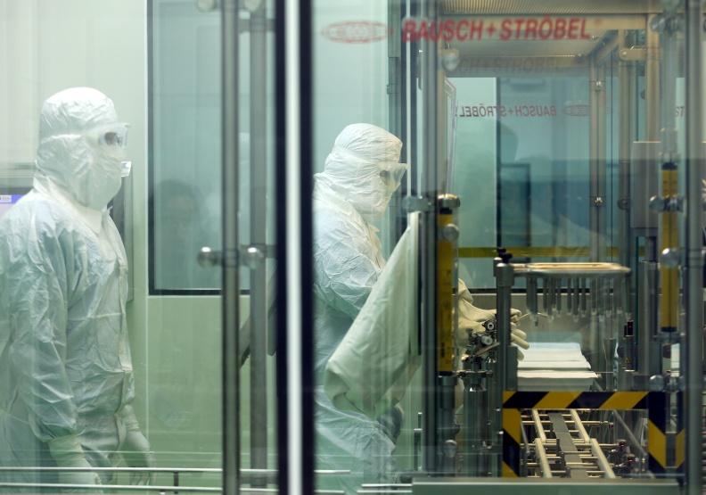 蔡英文總統期待的國產疫苗,能助台灣度過疫情洪峰?專家:打疫苗將是未來日常