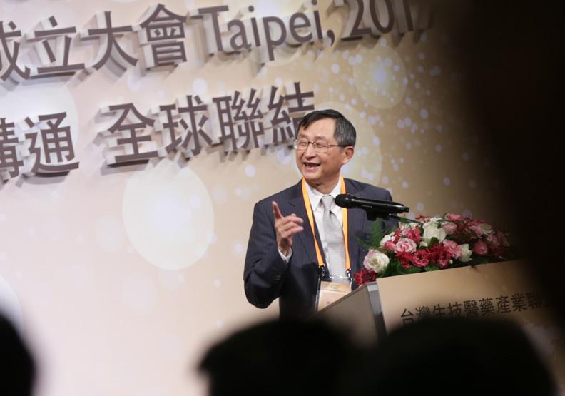 台灣第一任疾管局局長(疾管署前身)、陽明大學兼任教授張鴻仁。總統府提供