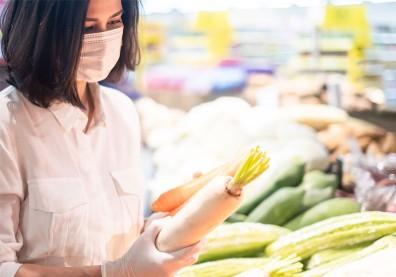 買菜、上市場擔心接觸病毒?醫師提9點防疫,食材這樣處理更安心
