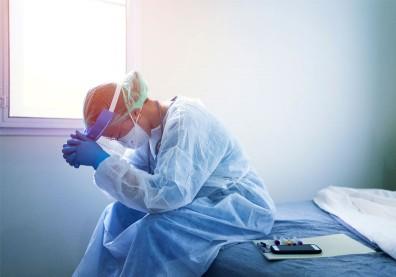 急診醫替確診者插管染疫!重症醫嘆是「與死神最短的距離」