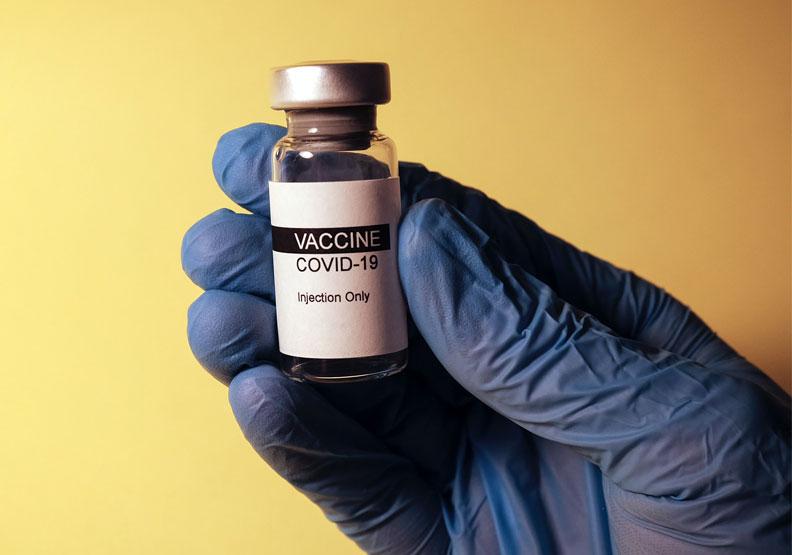Covid-19國產疫苗被我國政府寄與厚望,僅為情境配圖。圖片來自Unsplash