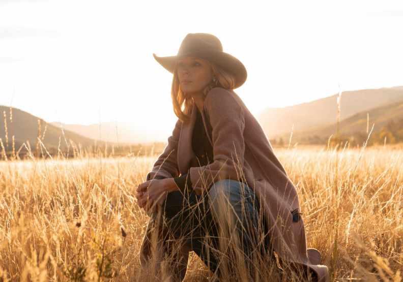凱麗萊利在Yellowstone中的劇照,圖片來自臉書@yellowstoneparamount