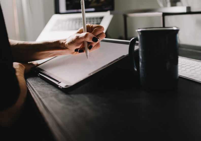 每天寫下美好的三件事情,告訴自己人生依然充滿希望。圖片來自unspalsh