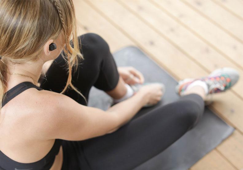 居家也能輕鬆動!圖解8招輕量練習,有助增肌、維持免疫力