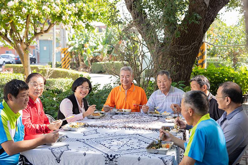 彰化縣長王惠美認為變老是第二人生的啟程,既然無可避免,不如營造熟齡樂活的環境,讓長者老的健康,年輕⼈才能放⼼打拼。