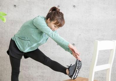 吃飽飯後別急著坐!4招輕度伸展操,提神醒腦、助消化