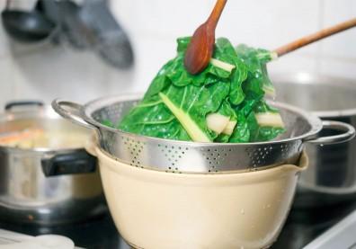 水煮流失更多營養!微波、蒸煮,研究曝葉菜類最佳煮法