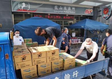 人助不如自助!他團結萬華人,一個月送出逾6千便當支持醫護、防疫人員