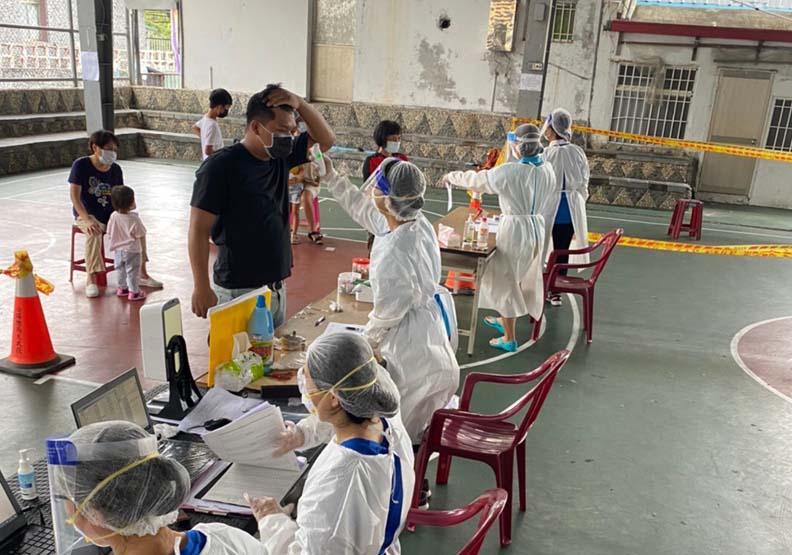 偏鄉衛生所人員深知當地宴會風俗,不敢大意,台東縣金峰鄉衛生所提供。