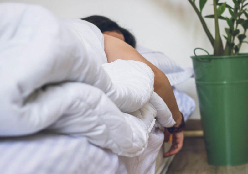 想告別失眠?睡前掌握這些感官心理學小技巧,一覺到天亮