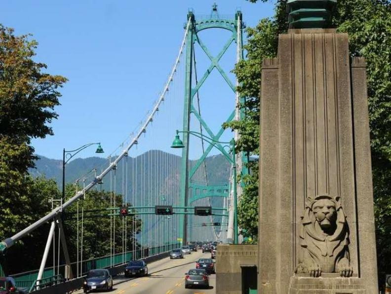 獅門橋南端獅子塑像。圖片由顧小崙提供