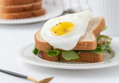 不吃早餐會變胖,還是變瘦?醫分析「13項研究結果」告訴你答案