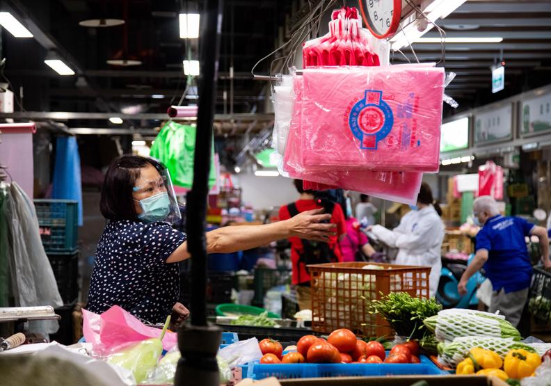 市場自治會、攤商,是民代跑地方不能漏的對象,池孟諭攝影。