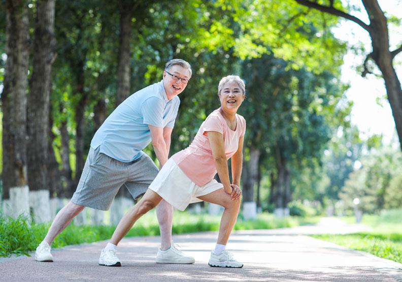 保命防跌!圖解6招「坐姿訓練」運動,鍛鍊肌力、延緩退化