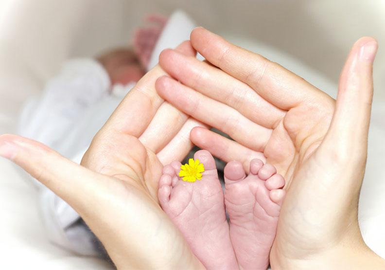 剖腹產嬰兒腸道菌較自然產差!科學家用陰道液,模擬自然分娩的微生物轉移