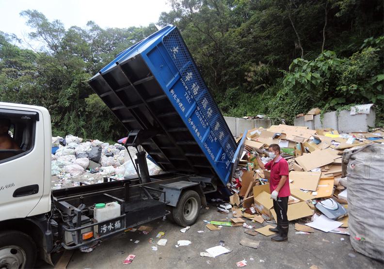 疫情之下紙容器垃圾暴增。張智傑攝