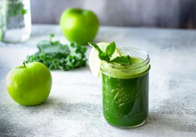 營養師的超級順暢配方!3食材DIY「排毒綠拿鐵」解便祕有一套