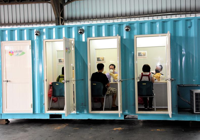 溪湖果菜市場進行篩檢,彰化縣政府提供。