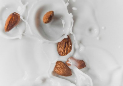 植物奶≠奶類!每一種「奶」的營養分類你都了解嗎?