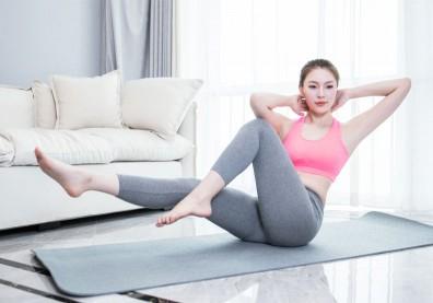居家也能輕鬆練核心!10招捲腹變化練習,鍛鍊腹肌、減少下背痛