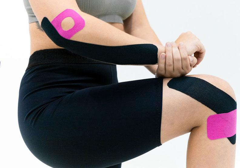 亂貼反而痛!肌內效貼布VS痠痛貼布,原理大不同
