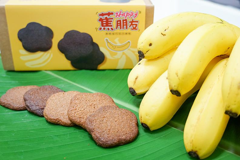 顏國欽講座教授、林哲安助理教授及食品業者共同開發「Happy蕉朋友」