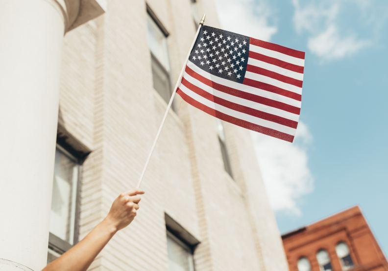 美國國力強大,是因為民主、自由、開放、進取的精神,吸納全球精英。圖片來自unsplash by Paul Weaver