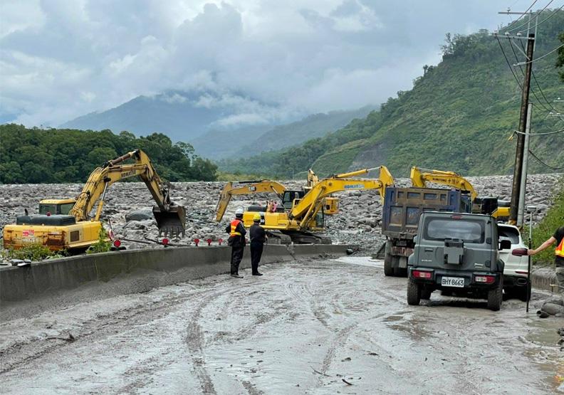 再度遭洪水沖毀的明霸克露橋。