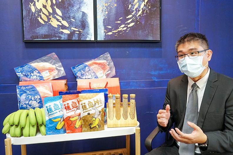 國立高雄科技大學水產食品科學系侯智耀副教授說明商品研究過程