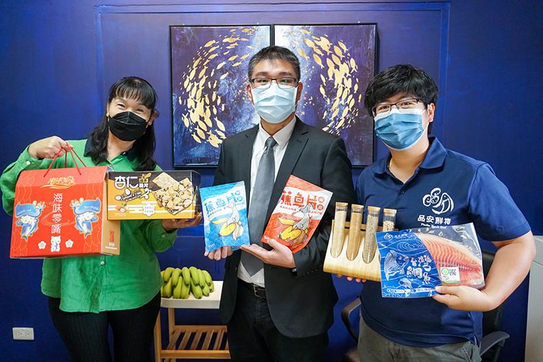 侯智耀副教授及知名食品公司及養殖台灣鯛的廠商共同開發「蕉魚片」