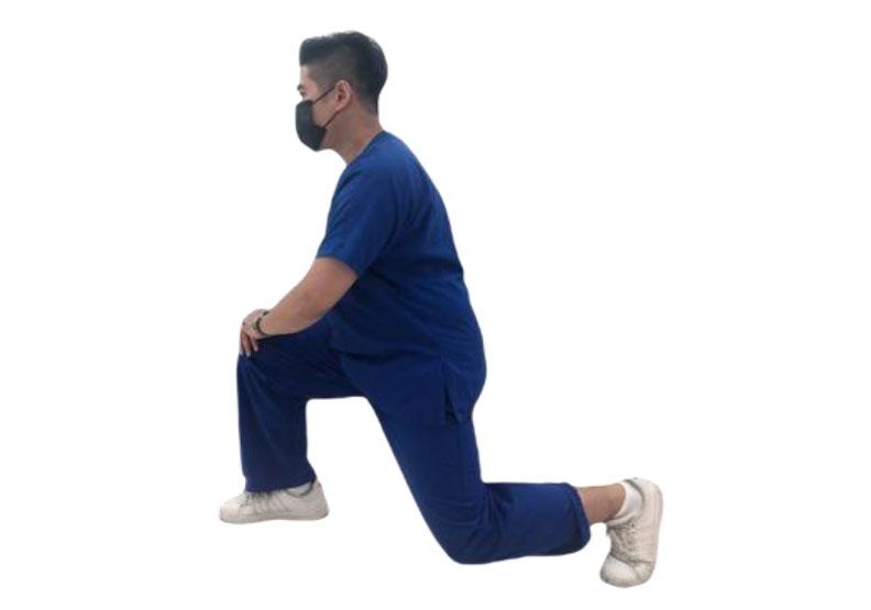 弓箭步伸展髖關節前側肌群。台灣運動醫學學會提供