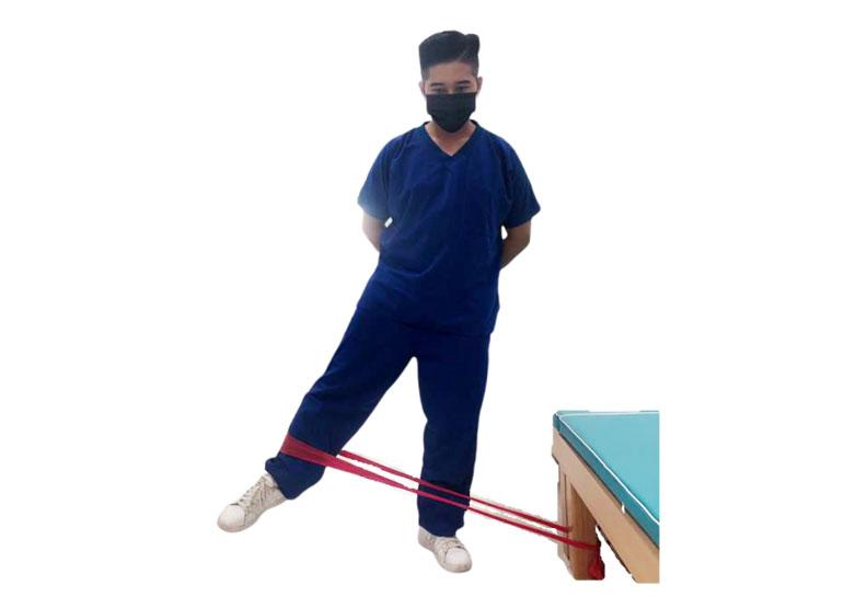 彈力帶外展阻力訓練。台灣運動醫學學會提供