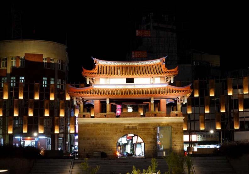 新竹光臨藝術節登場,東門城廣場15日晚間將搖身變成為光雕環形劇場,新竹市政府提供。