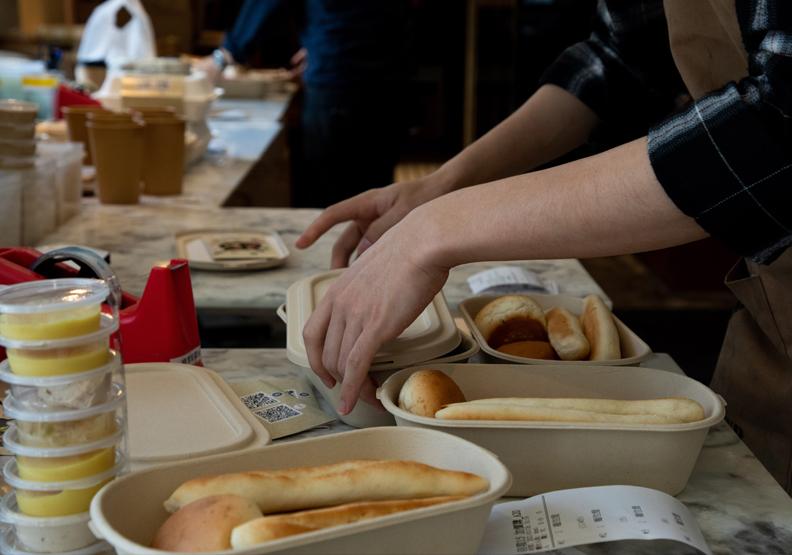不少餐飲業者都受到疫情衝擊,池孟諭攝影。