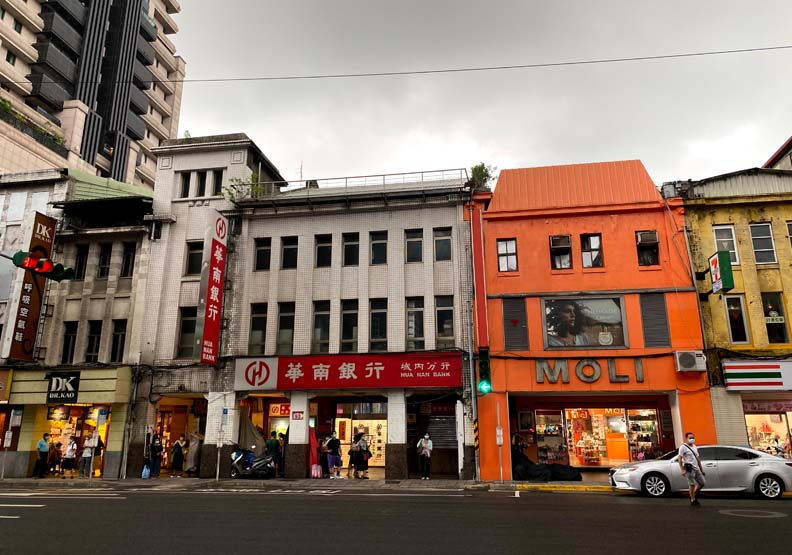 近藤商會今為華南銀行城內分行,魚夫攝影。