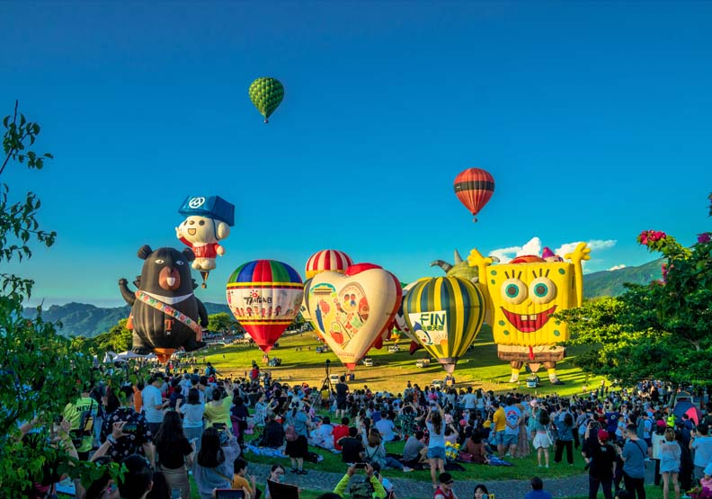 疫下世界唯一!台東熱氣球飛國際,賺28億背後公務員「超失控」