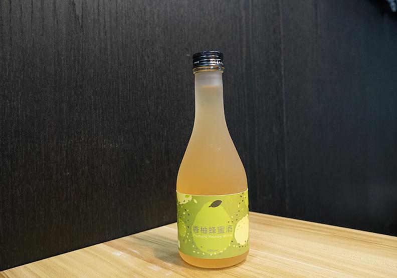 林麗雲特聘教授研發商品柚子酒
