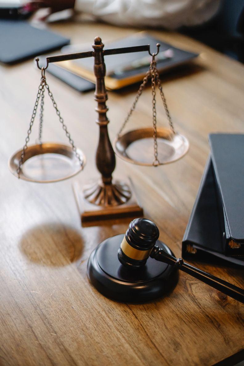 法官親身經歷到了當事人遭遇的事件,讓判決結果不同,僅為情境配圖。圖片來自pexels by Sora Shimazaki