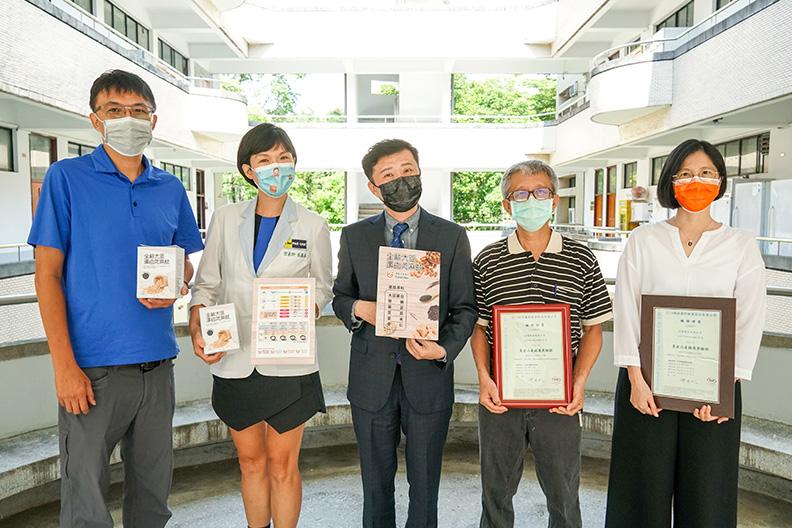原料供應商、楊懷文助理教授及食品加工廠商代表