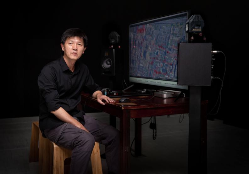 藝術家吳燦政。台北市立美術館提供。