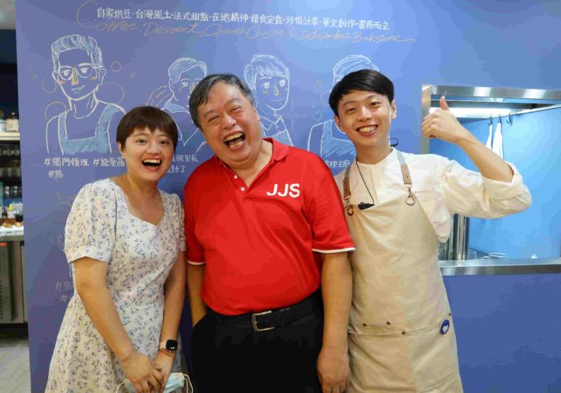 方億玲(左)、方荷生(中)、方億傑(右)。書屋花甲X而立書店提供