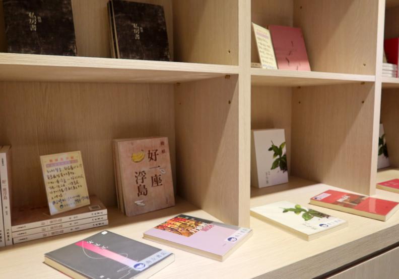 書屋花甲X而立書店提供。